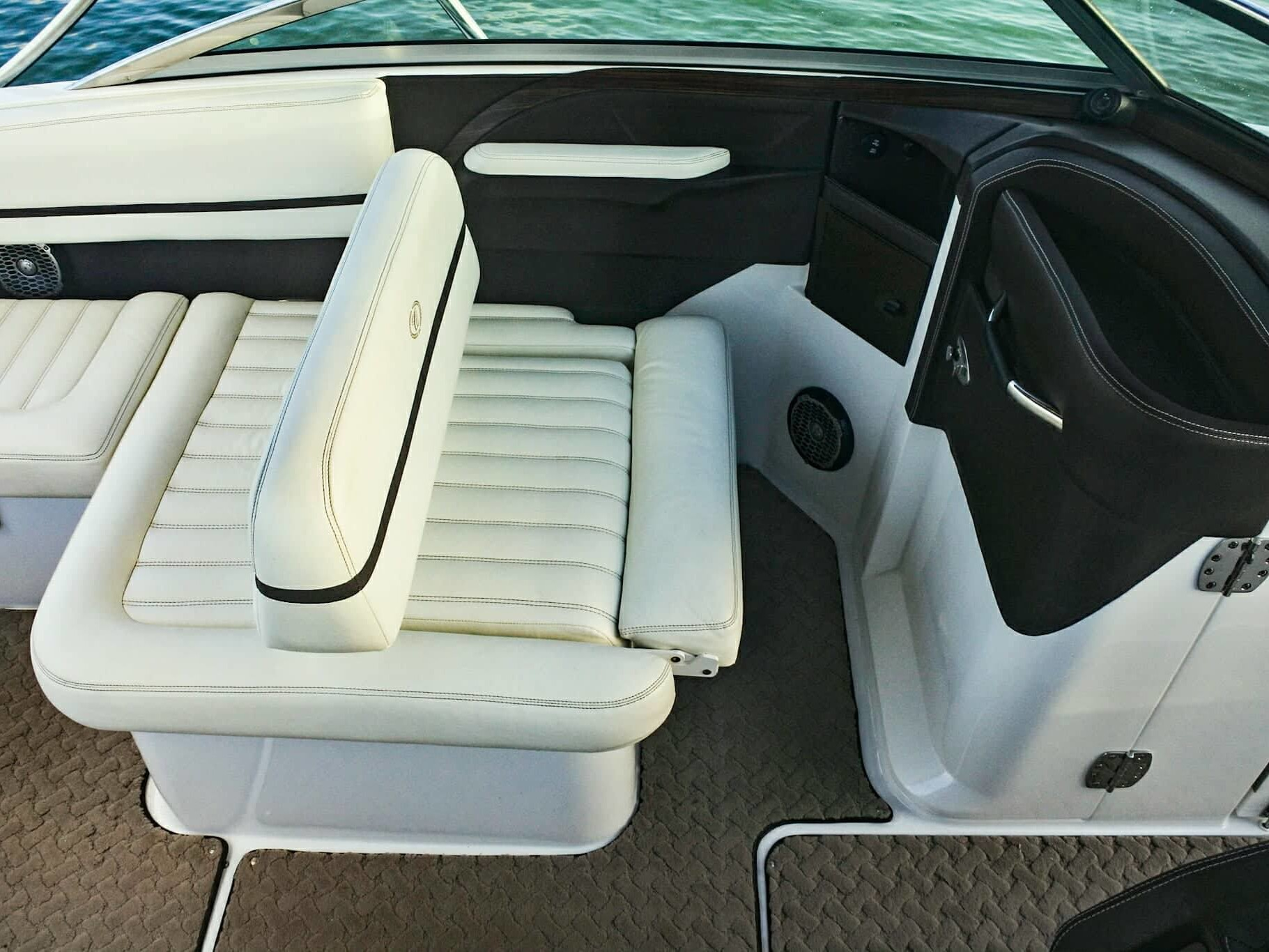 private boat charters seats